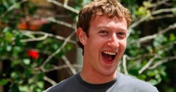 Mark Zuckerberg kolejny raz pokazuje do czego zdolne są media społecznościowe - liczba wizyt na Facebooku przekracza ponad miliard w ciągu jednego dnia.