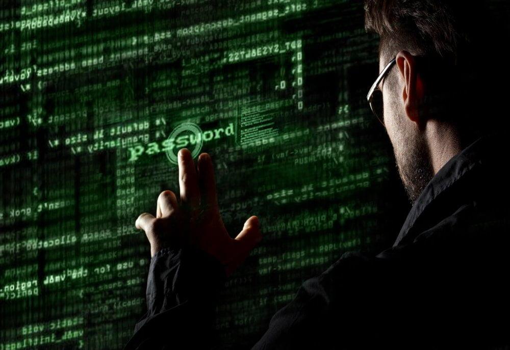 Szyfrowane połączenie VPN zwiększają bezpieczeństwo użytkownika w sieci.