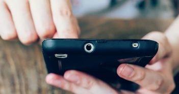 Przedstawiamy powody dlaczego smartfon działa coraz wolniej i jak temu zaradzić.