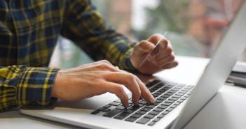 Dwustopniowa weryfikacja przy płatnościach elektronicznych to nowe zabezpieczenie w w bankach.