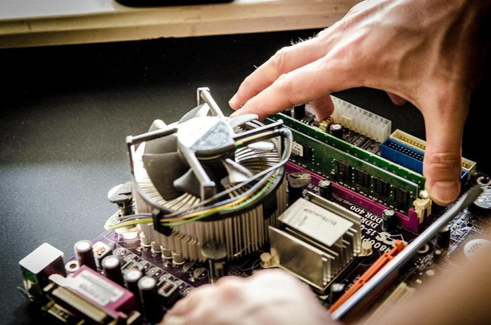 Chłodzenie komputera może odbywać się powietrzem lub cieczą.