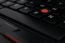 Jak włożyć klawisz do klawiatury laptopa.