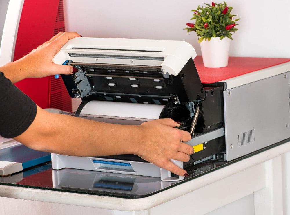 Jak wydrukować tekst na obu stronach kartki.